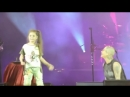 На своём концерте в Могилёве Наргиз Закирова нашла девочку которая порвала зал