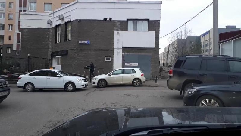 Уфимский таксист возит хлеб для кафе Maxime