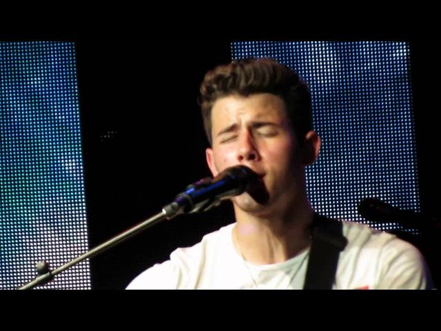 Jonas Brothers (@JonasBrothers) perform NEW SONG -