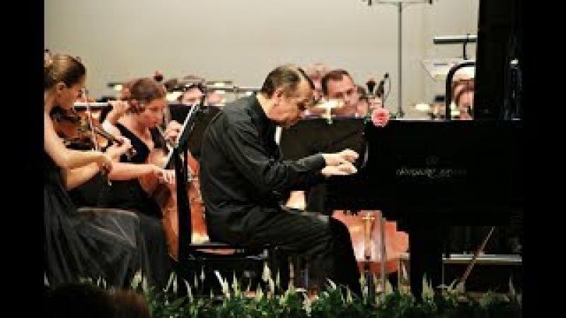Mikhail Pletnev plays Saint-Saëns´ Piano Concerto No 2 in G minor, Op 22.