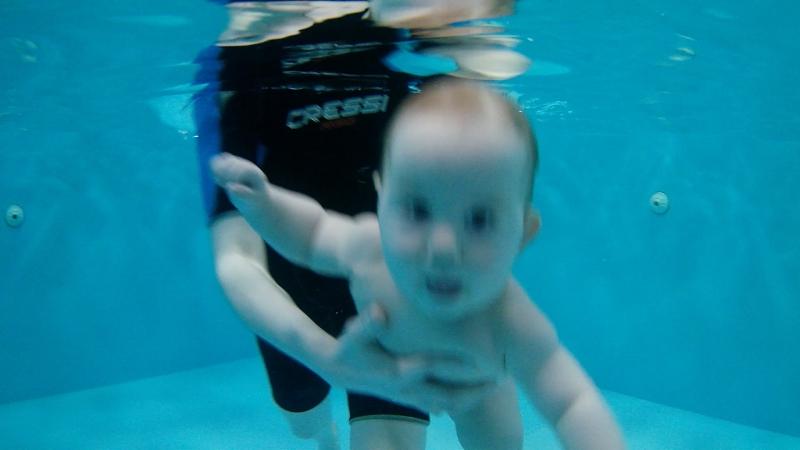 Марк, 8 месяцев. Детский оздоровительный центр плавания г.Абакан, ул.Торговая 2А «Купелька» тел.8(3902) 202-102,