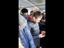 Хористы поют в автобусе в Пулково
