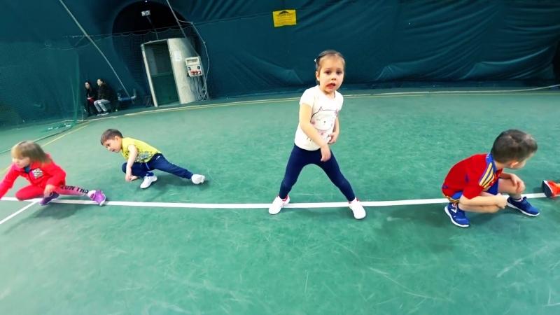 Тренировка по теннису Сони Соловьевой 4 года