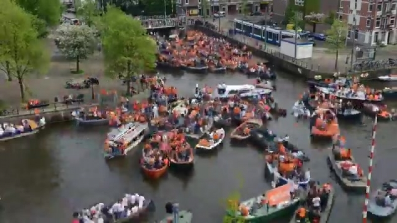 Kingsday craziness in Amsterdam. Party time!! - Koningsdag Netherlands oranje