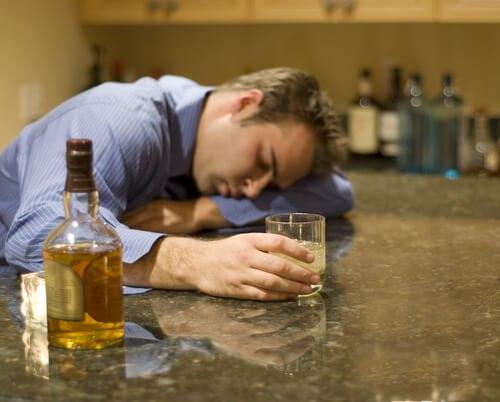Пьяный мужчина хотел повеситься и уснул. Прочитав свою предсмертную записку он изменил жизнь