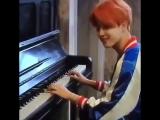 Чима играет на пианино ~
