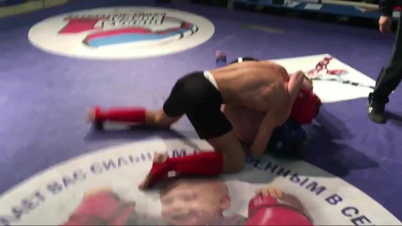 Иса Арсаев vs Влад Корникашин (MMA).mp4