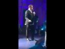 Лепс дает концерт в Нерюнгри,под фанеру, пьяный,брюки одеты задом наперед