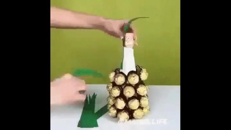 Делаем ананас из конфет.