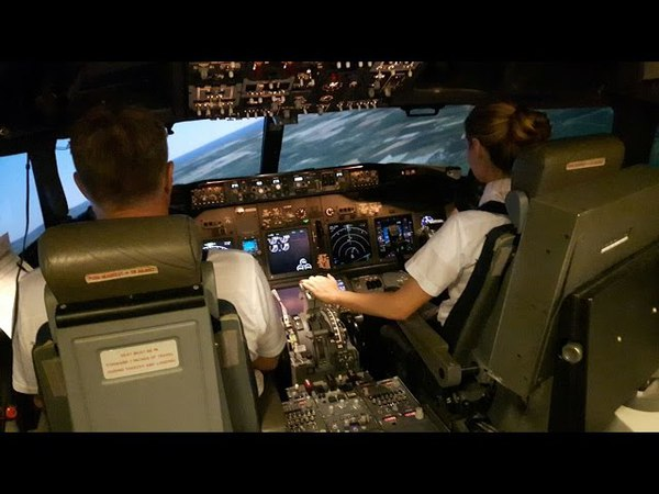 2 Inexperienced Girls Trying To Take Off Land The Boeing 737 FFS First Time