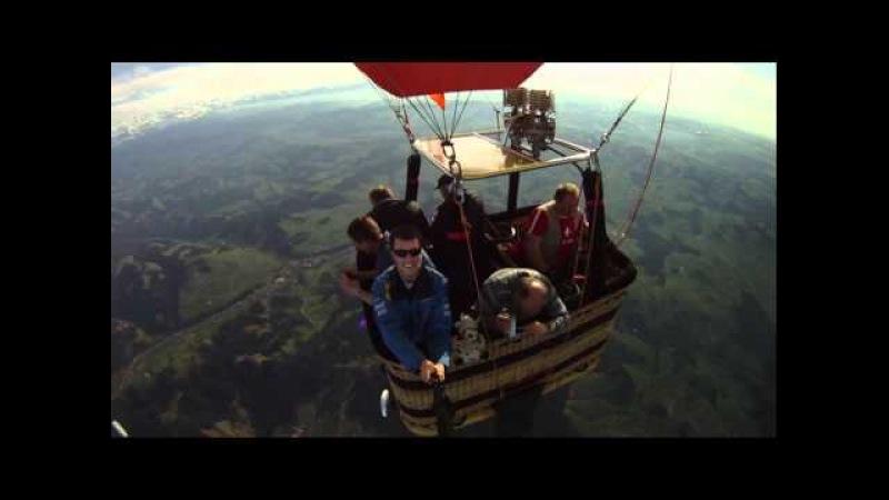 2011-04-01 Paraglider Balloon Jump 2