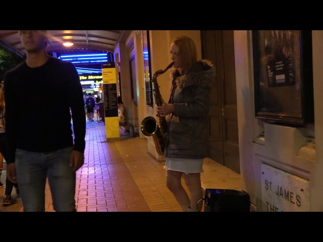A Little Girl Gets the Best Gift From This Saxophone Street Musician