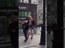 Скинхед и 2 метровый гей жираф фотографируются в толерантной Москве
