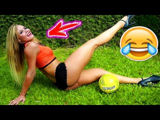 FOOTBALL FUNNY VIDEOS #83 ● WOMEN SOCCER GIRLS FAILS ● COMIC MOMENTS VINES 2017 ● Goals ● Skills8