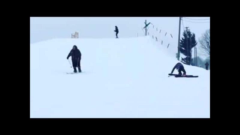 Бабушка, рассекающая по склону на горных лыжах, покорила соцсети