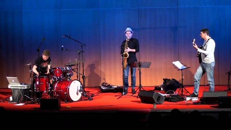 Jim Black's AlasNoAxis trio - Live Genova