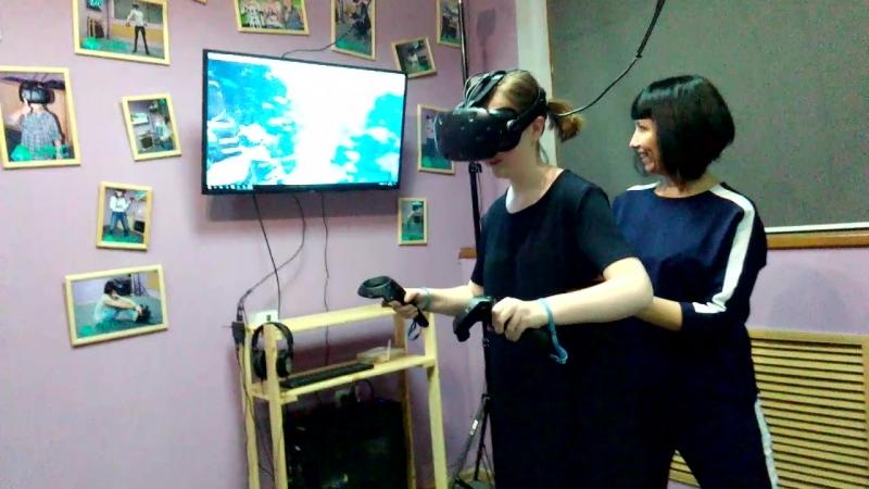 С очками виртуальной реальности