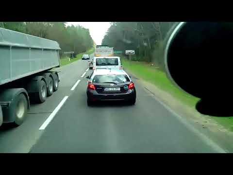 Два беларуса в Польше решили выбросить мусор прямо на дороге, но поляки им объяснили, что так делать