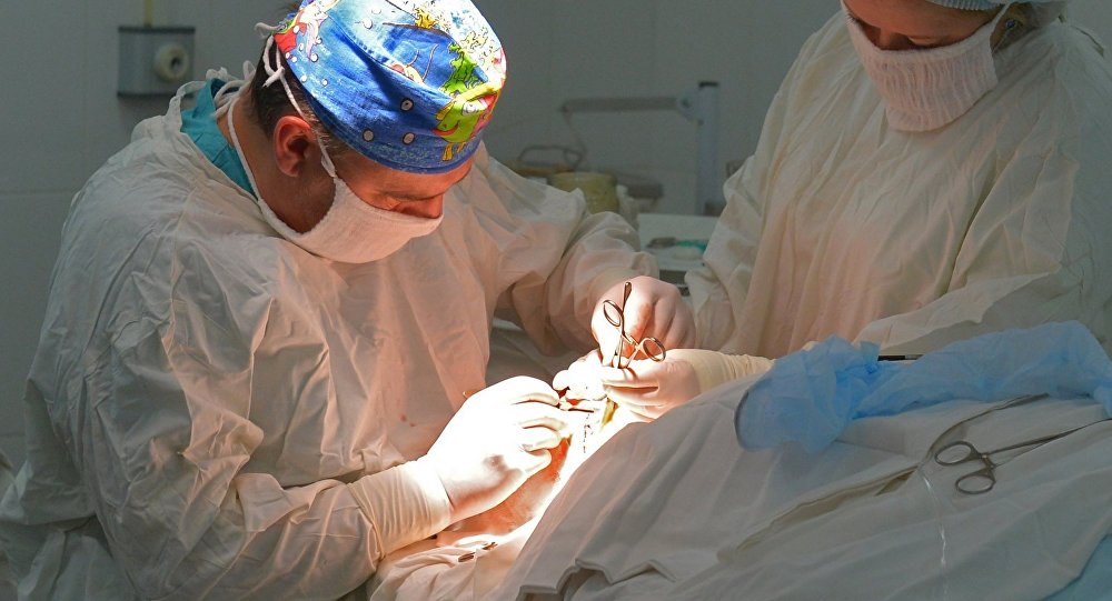 Какую правду не знал отец о хирурге, отдавая ему своего полумертвого ребенка