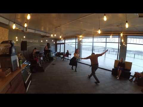 Jazz Up Женя и Аня танцуют линди хоп