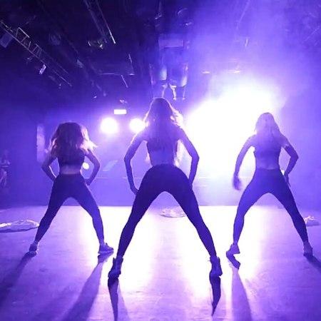 """ALENA YANOVSKAYA/JUDANCE TEAM on Instagram: """"Раздеваться во время выступления... . Если резко меняется стиль танца, то приходится! 😅😜 🎬🔥ВЫСТУПЛЕНИ..."""