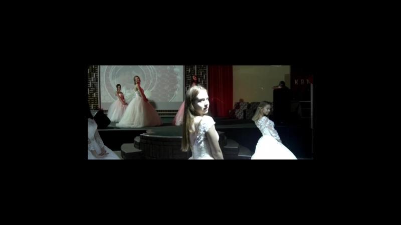 Демонстрация свадебных платьев