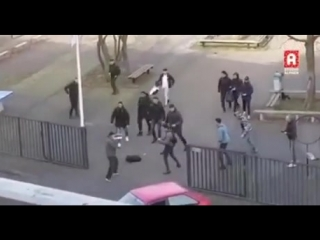 How dutch people react to a guy with a knife threatening a school