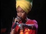 Erykah Badu - No more trouble. Tributo Bob Marley One Love (4 de 19 ) (CC)
