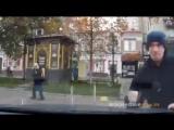 Бешеный коп атакует появилось видео нападения полицейского на киевлян👉vk.com/donetskcity2
