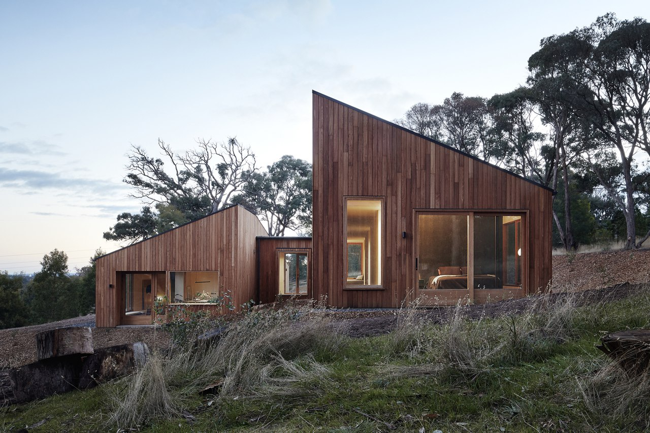 Two Halves / Moloney Architects