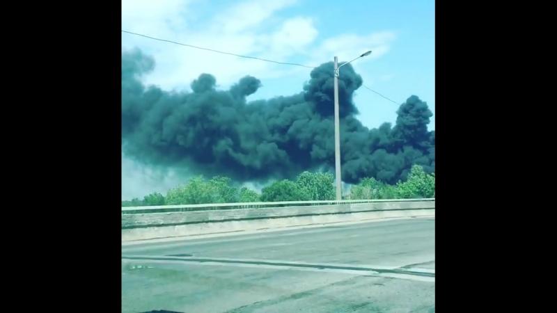 Пожар на Западном в районе жд моста - горят покрышки на свалке - 26.05.18 - Это Ростов-на-Дону!