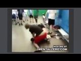 Жёсткие приколы и драки Русский пацан в американской школе пи3дит нигроида за базар