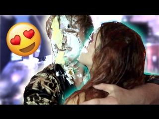 Logan Paul Vlogs: BELLA THORNE ATE CAKE OFF MY BODY!