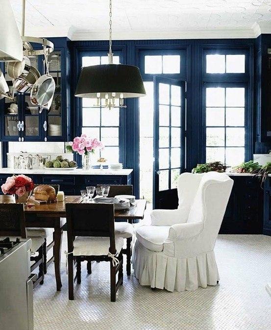 Кухни и столовые насыщенного синего цвета