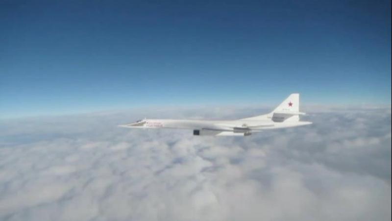 В Сети опубликовано видео сопровождения российских Ту-160 истребителями ВВС Великобритании и Бел