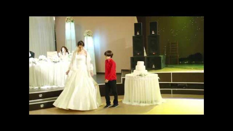 ბიჭუნამ პატარძალი გამოიცეკვა.. ქორწილში ძ43