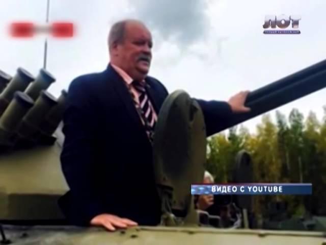 Депутат Госдумы застрял в танке на выставке в Нижнем Тагиле