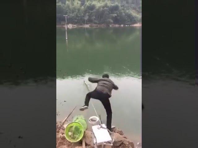 Моргнул.Прикол.угар.ржач.смех.рыбалка, рыбная ловля, удочка, рыба, спининг, река, озеро, окунь, карп