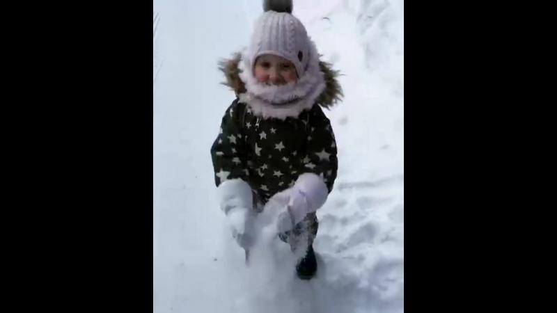 Repost from @ tatiana_lovtsova🤗. tth_отзывы Как же дети любят гулять ☃️! В нашем случае - ну очень сложно Ми уговорить пойти д