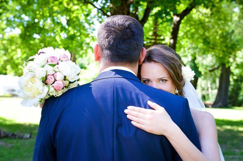 YhYFxZGLf0I - Свадебный букет: портбукетница или обычный вариант