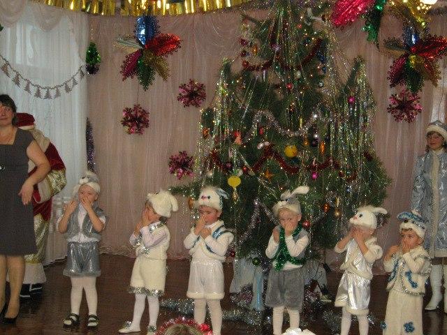 Во время утренника в честь Нового Года отец ребенка украл игрушки с ёлки