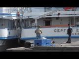 Мальчик таскает лещей,как огурцы из банки.Нева.Neva river.St.Petersburg,Russia