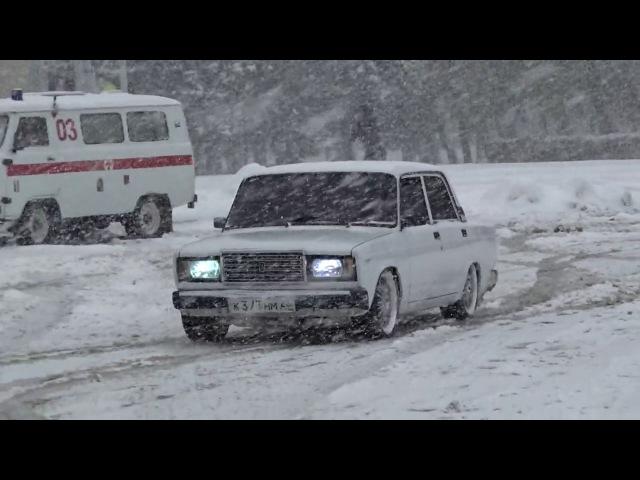 Жигули на Летней Резине Зимой, ВАЗ 2107 Валит но но не может )
