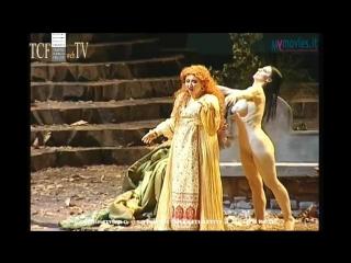 Donizetti - Lucia di Lammermoor (Teatro Carlo Felice, 21.02.2015). Голая в опере.