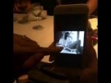 Рианна смотрит свои старые фотографии