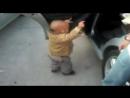 крутой ребенок.танцует прям вообще супер