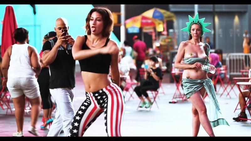 Lexy Panterra (США) - Красивая актриса, певица, и королева тверк-танцовщица публично исполняет танец тверк. Рекомендую!