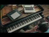 Если очень сильно хотеть, можно играть на пианино как на гитаре