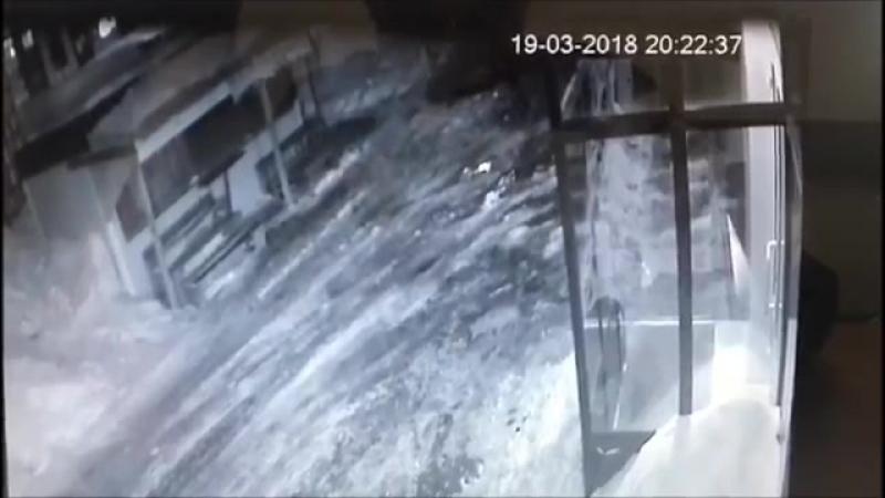 За две минуты до гибели торговец попал на видео вместе со своим убийцей