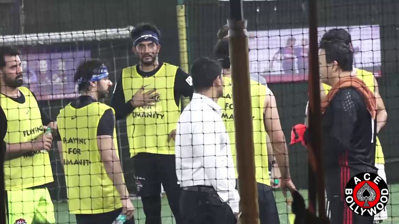 Ranbir Kapoor l Arjun Kapoor l Dino Morea l Bunty Walia Playing Football At Juhu Sports Ground